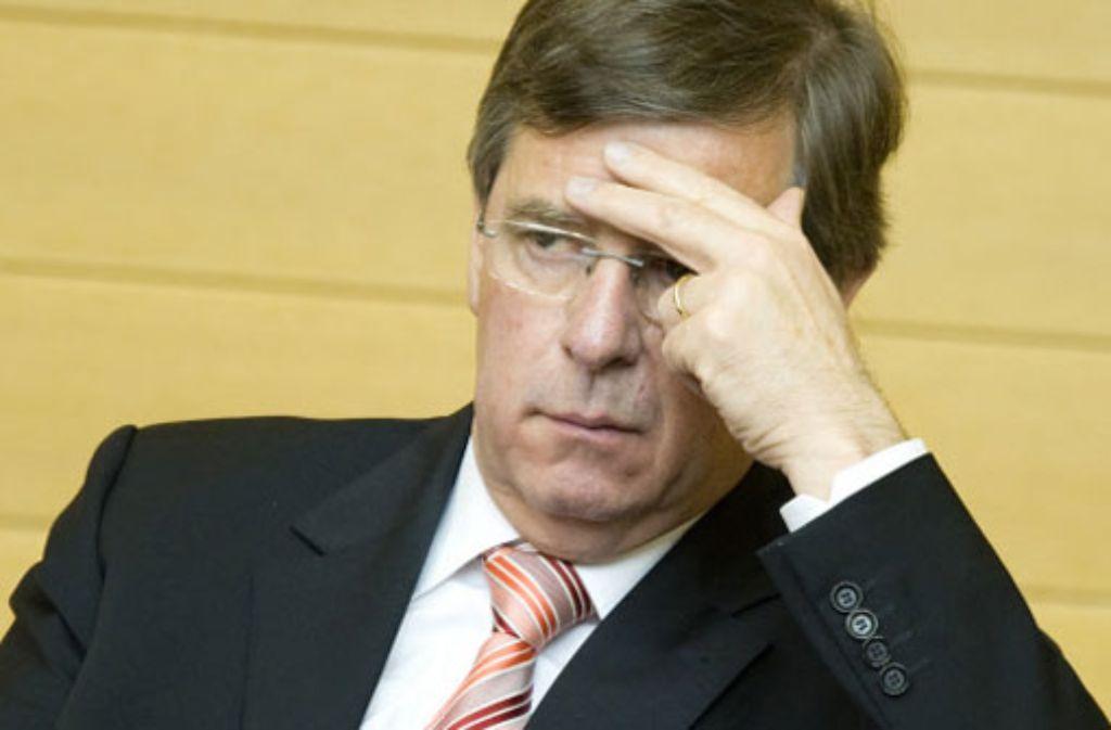 Finanzminister Stächele hat den Zeitpunkt seiner Unterrichtung über den EnBw-Aktienkauf in einem Vermerk notiert.  Foto: dpa