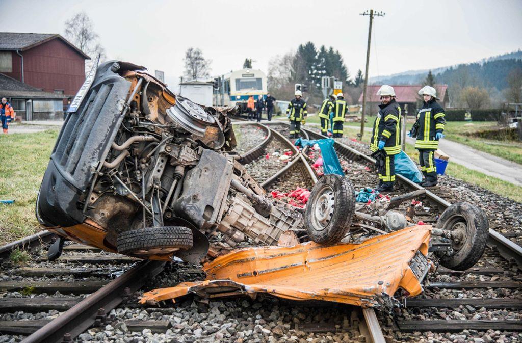 Die Bahnstrecke wurde für mehrere Stunden gesperrt.   Foto: SDMG