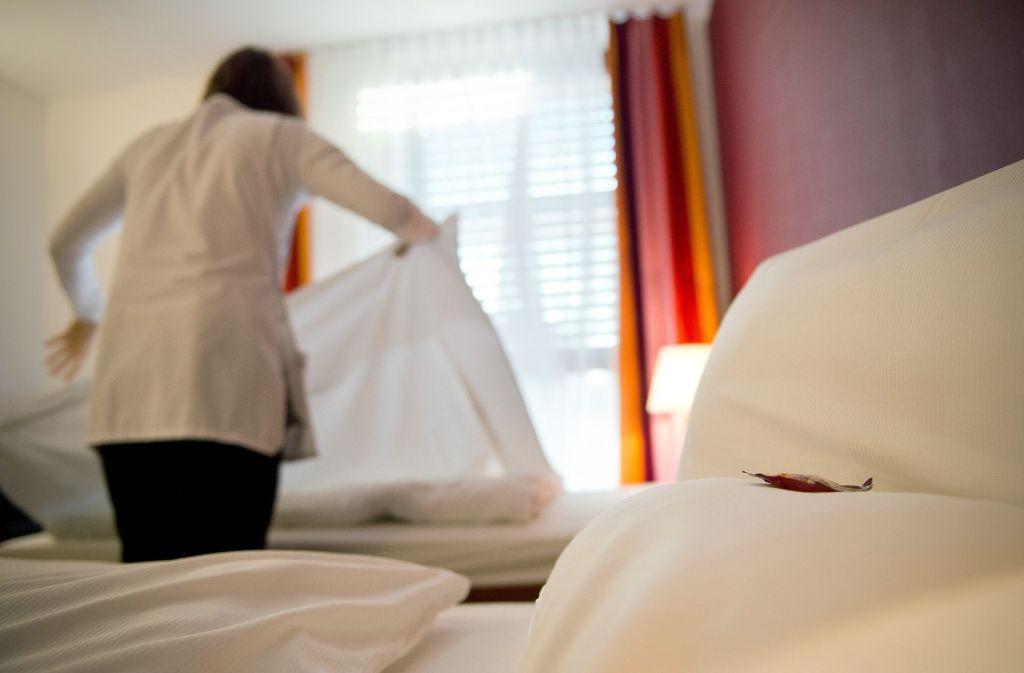 27 Hotelzimmer hat Frau W. täglich gerichtet. Dann machte ihr Rücken nicht mehr mit. Foto: dpa