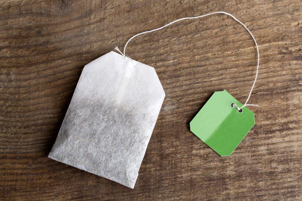 Abgelaufener Tee muss nicht unbedingt in den Müll. Foto: kb-photodesign / shutterstock.com