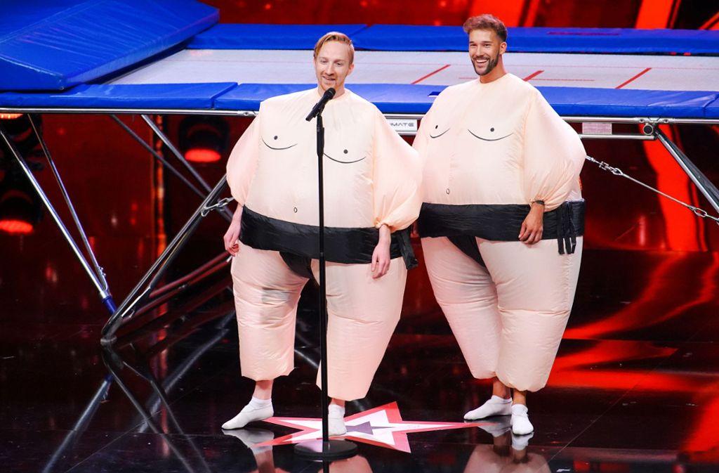 """Tom Schlagmüller und Sandro Beißwenger sind die """"Sumo Boys"""". Foto: TVNOW/Stefan Gregorowius"""