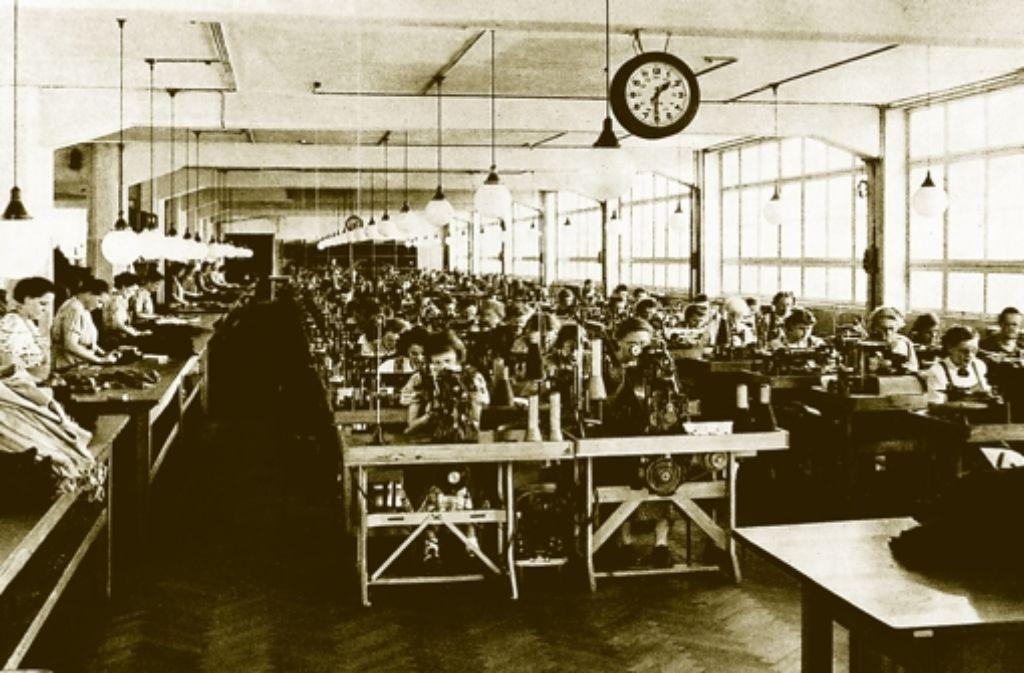 So eng ist es in den Nähmaschinensälen der Firma Kübler in der Ostendstraße zugegangen. Foto: Sammlung Fam. Kübler