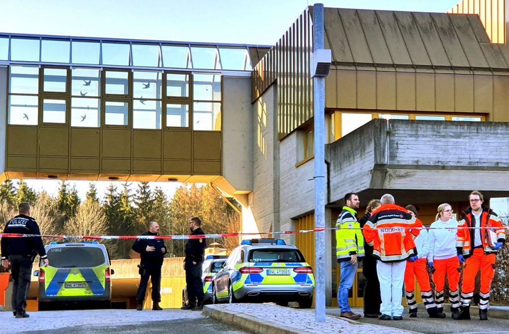 Entsetzen nach der Messerattacke Mitte Januar im Jobcenter Rottweil Foto: dpa/Peter Arnegger