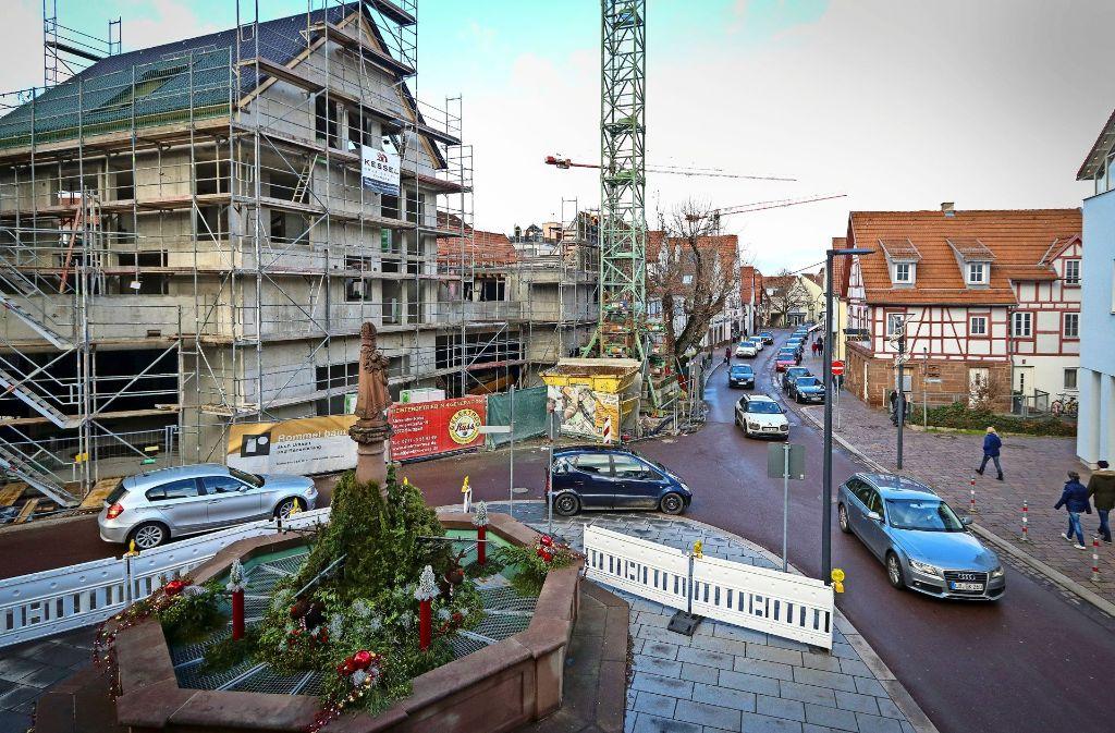 In Gerlingen wird seit Jahren kräftig gebaut – wie aktuell an der Urbanstraße, wo Geschäfte und Wohnungen entstehen. Foto: factum/Granville