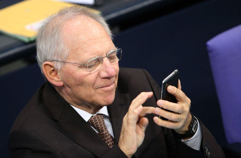Wolfgang Schäuble ist offenbar selbst gerne im Netz unterwegs. Doch nun will er, dass die Abgeordneten das Twittern im Plenum sein lassen. Foto: dpa