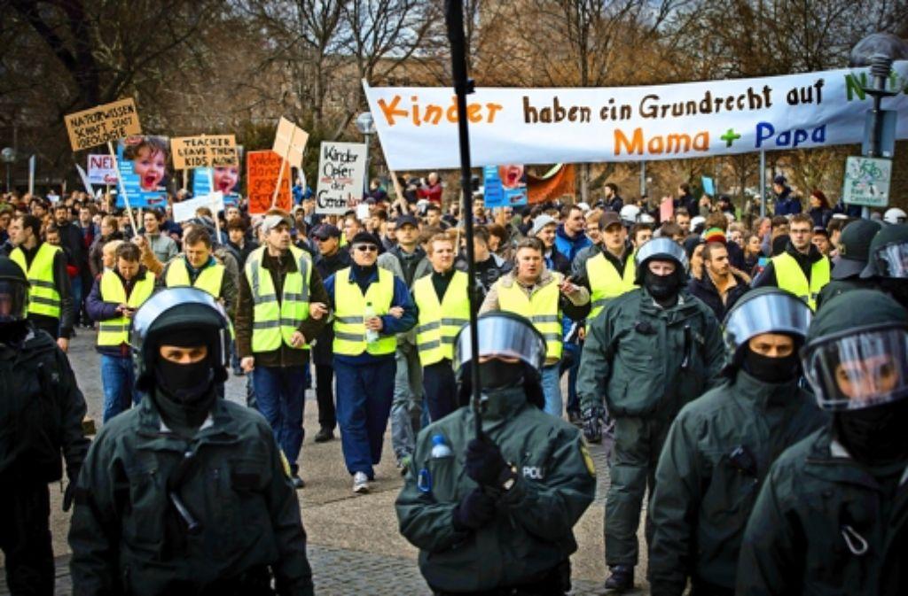"""Die Initiative """"Schützt unsere Kinder"""" hat am Samstag zur Demonstration gegen den Bildungsplan der rot-grünen Landesregierung aufgerufen. Foto: Achim Zweygarth"""
