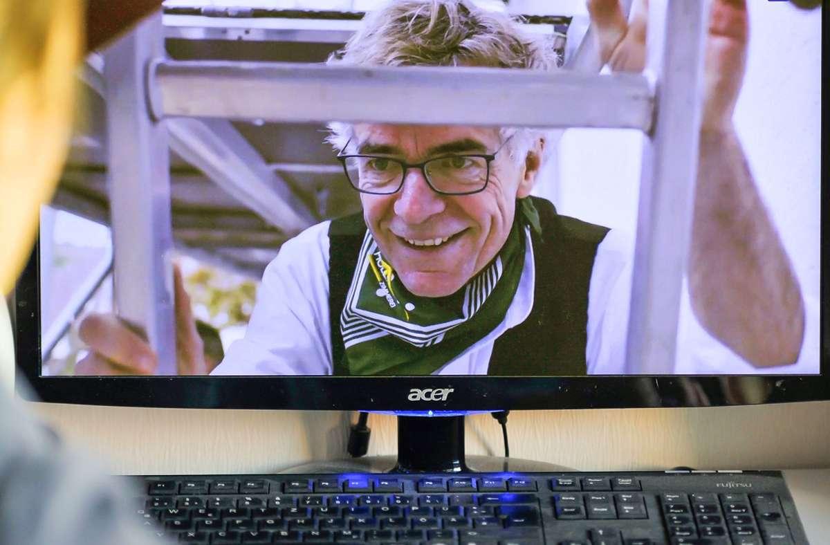 Thomas Hoefling,  Hauptgeschäftsführer der Handwerkskammer Region Stuttgart, beglückwünscht die neuen Meister virtuell zu ihrem erfolgreichen Abschluss. Foto: Lichtgut/Max Kovalenko