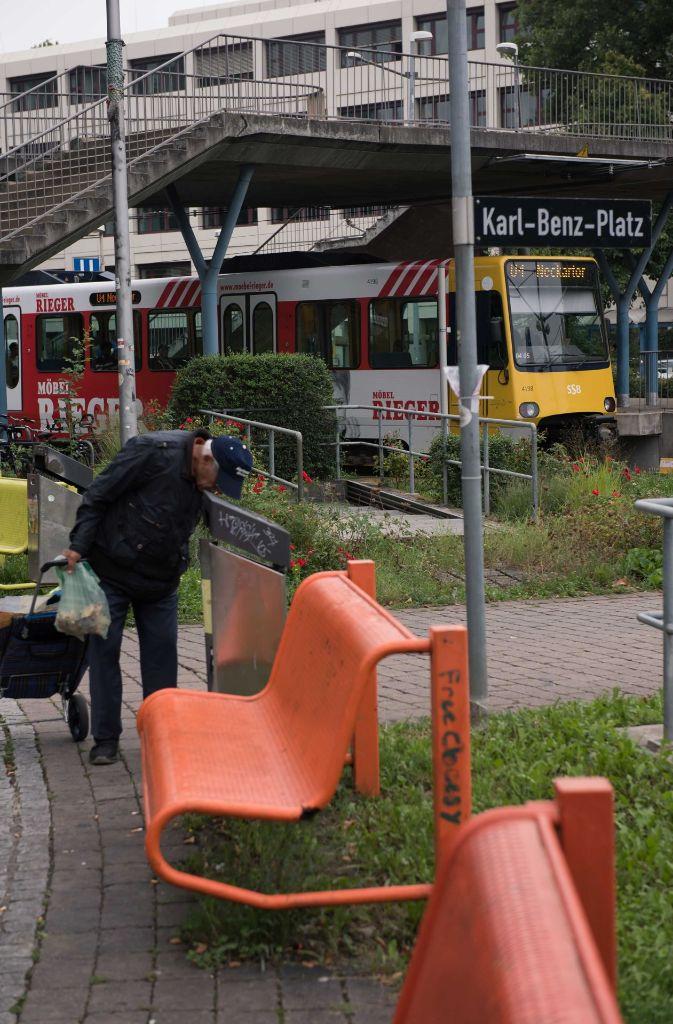 Der Platz direkt am Untertürkheimer Bahnhof ist der Verkehrsknotenpunkt im Stadtbezirk am östlichen Rand Stuttgarts. Foto: Lichtgut/Max Kovalenko