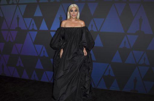 Lady Gaga glänzt ganz in Schwarz