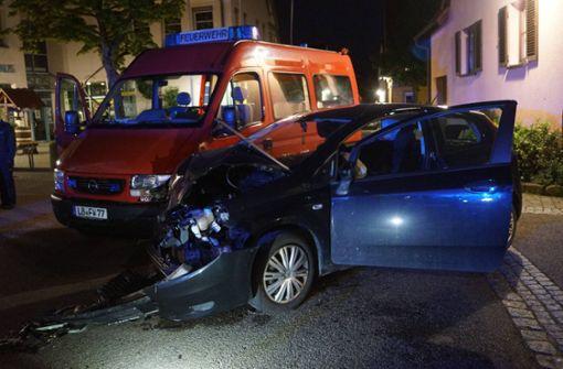 Feuerwehrauto wird von Fiat gerammt