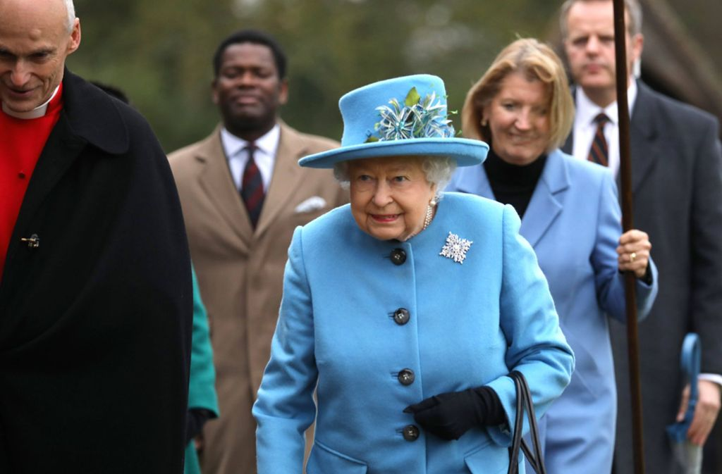Steckt hinter der Brosche der Queen eine geheime Botschaft? Foto: imago images/Paul Marriott