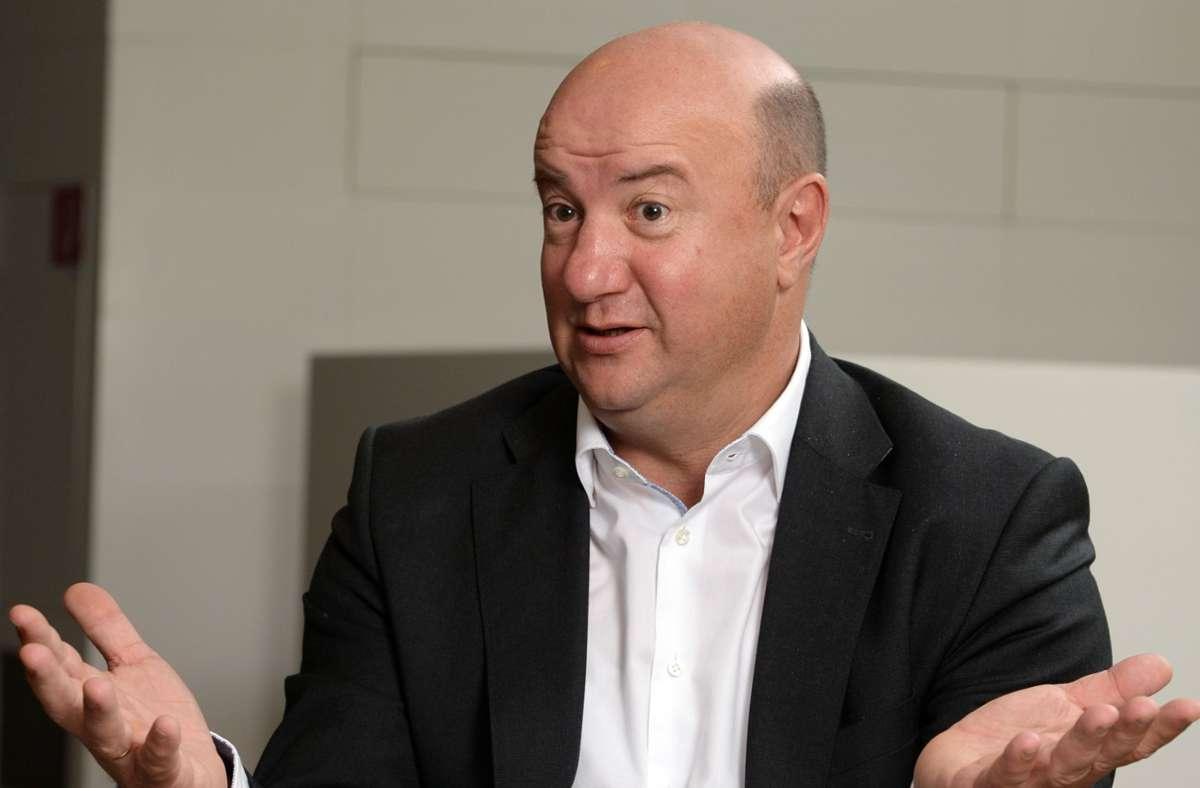 Daimler-Betriebsratschef Michael Brecht wendet sich mit einem Brief an die Belegschaft. Foto: dpa/Bernd Weissbrod