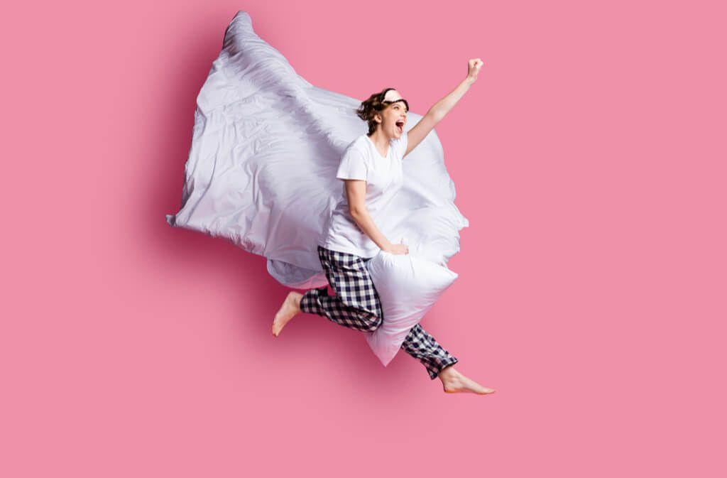 So waschen Sie Ihre Bettdecke in der Waschmaschine richtig. Foto: Roman Samborskyi / Shutterstock.com