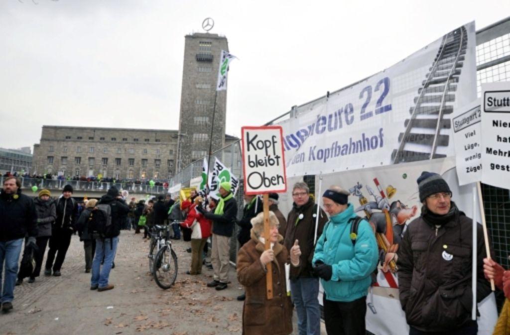 Am 23. Februar demonstrierten in Stuttgart Tausende Foto: dpa