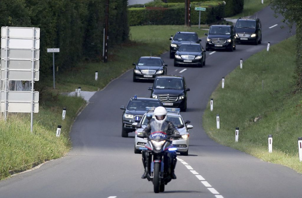Wladimir Putin im Konvoi auf dem Weg zur Hochzeit von Karin Kneissl, Österreichs Außenministerin. Foto: AP
