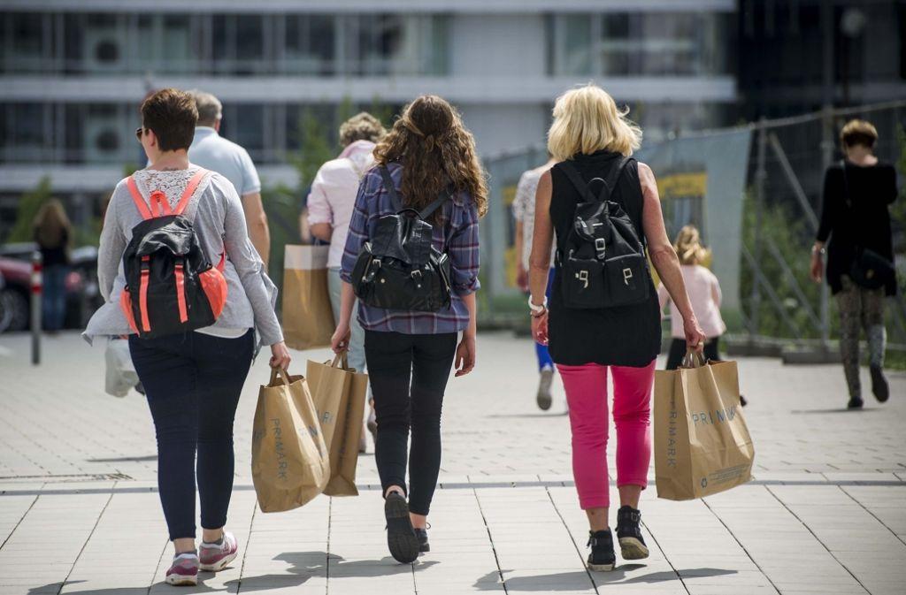Sollen die Läden an manchen Sonntagen geöffnet haben oder nicht? Darüber streitet Stuttgart noch. Foto: Lichtgut/Max Kovalenko
