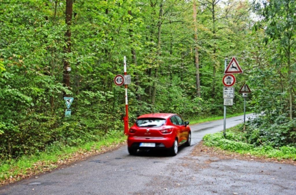 Auch aus dem Gemeinderat kommt  nun die Forderung, den Vicinalweg zwischen Stuttgart-Weilimdorf und Zuffenhausen für den motorisierten Verkehr komplett zu sperren. Foto: Martin Braun