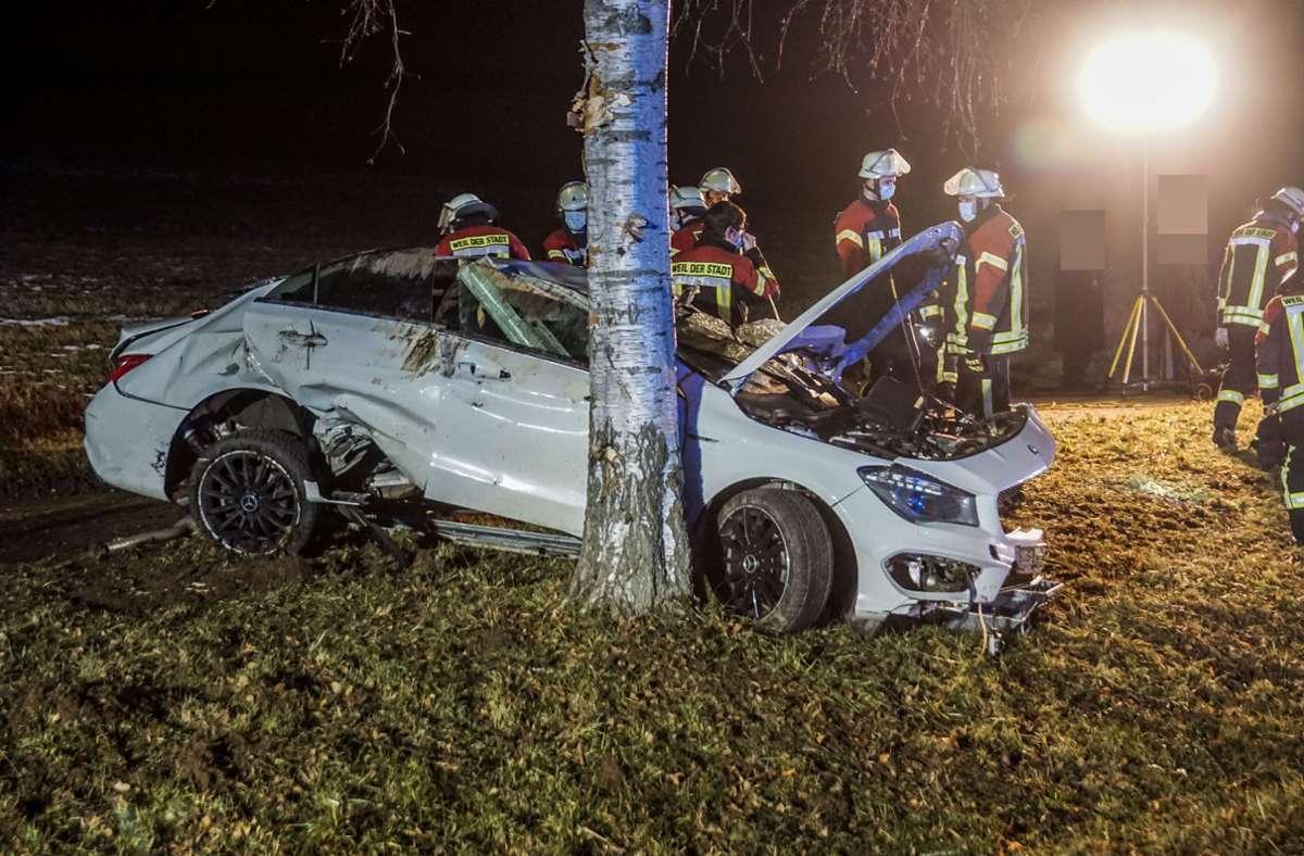 Der 51-Jährige blieb unverletzt, die 21-jährige Beifahrerin kam mit leichten Verletzungen davon. Foto: SDMG