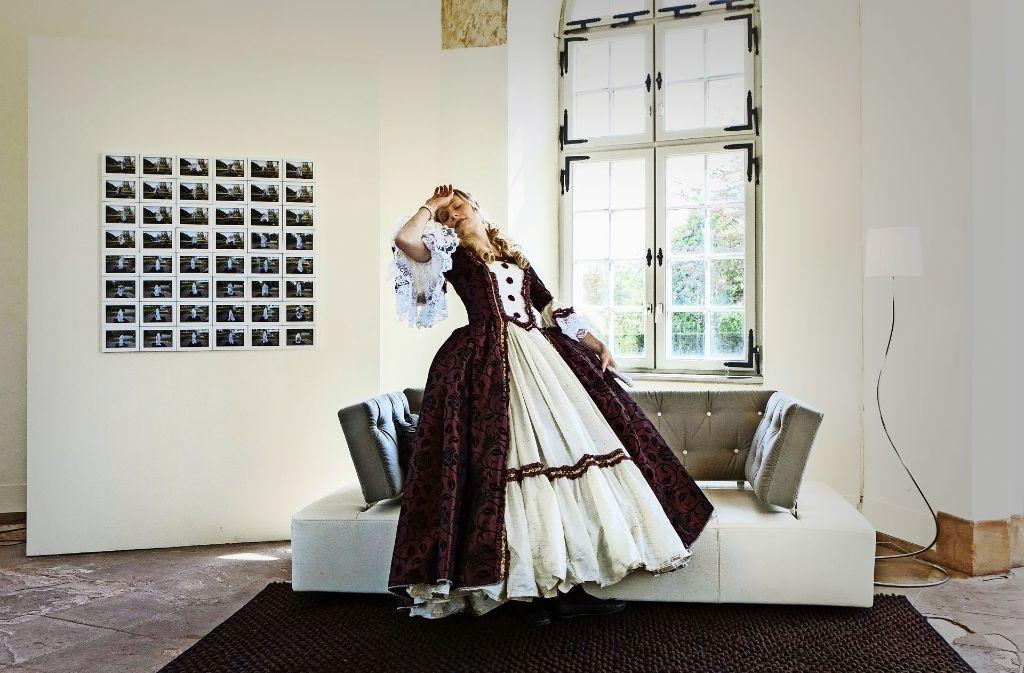 Für das Projekt der Künstlerin Daniela Wolf können Besucher  in historische  oder märchenhafte Kostüme und damit in andere Rollen schlüpfen. Foto: Daniela Wolf