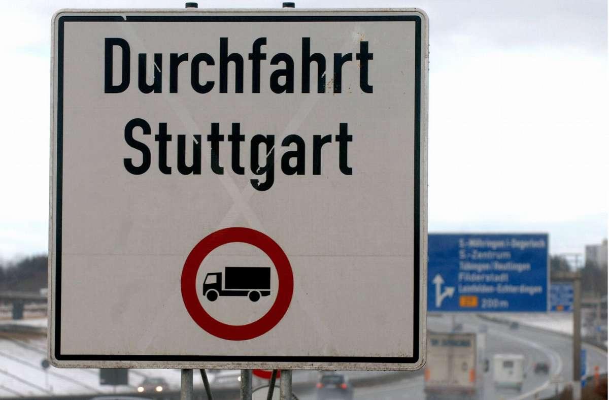 Halten sich alle ans Lkw-Durchfahrtsverbot? Foto: dpa//Norbert Försterling