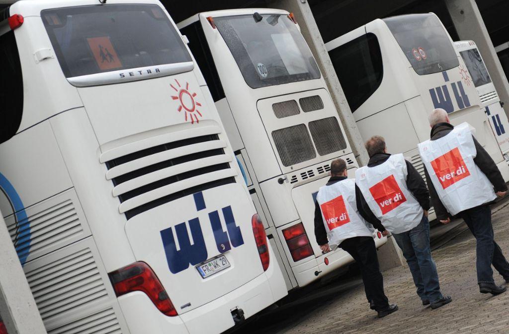 Im privaten Busverkehr drohen unbefristete Streiks. Foto: dpa