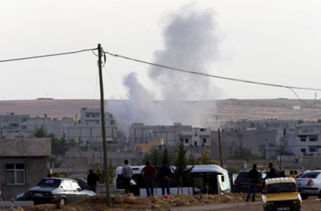 Die USA und ihre arabischen Verbündeten haben die Terrormiliz Islamischer Staat bei der eingeschlossenen nordsyrischen Stadt Kobane erneut bombardiert. (Archivbild) Foto: dpa
