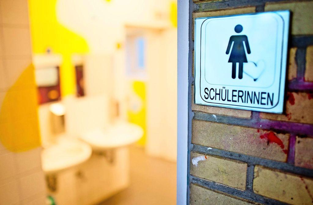 Über die Sanitärräume   der   Schulen  wird wohl in jeder Generation diskutiert. Foto: dpa