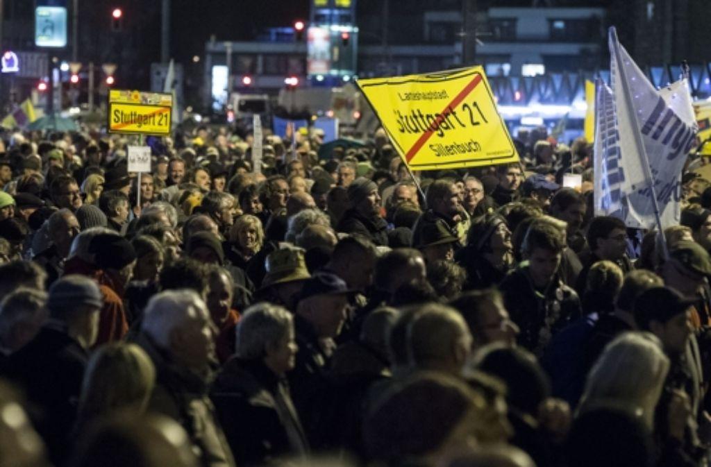 Die S21-Gegner wollen am 8. Dezember vor dem Stuttgarter Hauptbahnhof demonstrieren. Foto: Achim Zweygarth