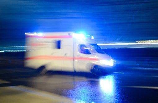 Schwerverletzter bleibt in Windschutzscheibe stecken