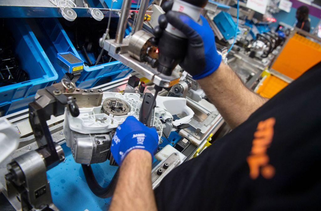 Auch der Motorsägenhersteller Stihl (unser Foto zeigt die Fertigung zeigt die Montage) gehört zu den klingenden Namen der baden-württembergischen Wirtschaft. Foto: dpa