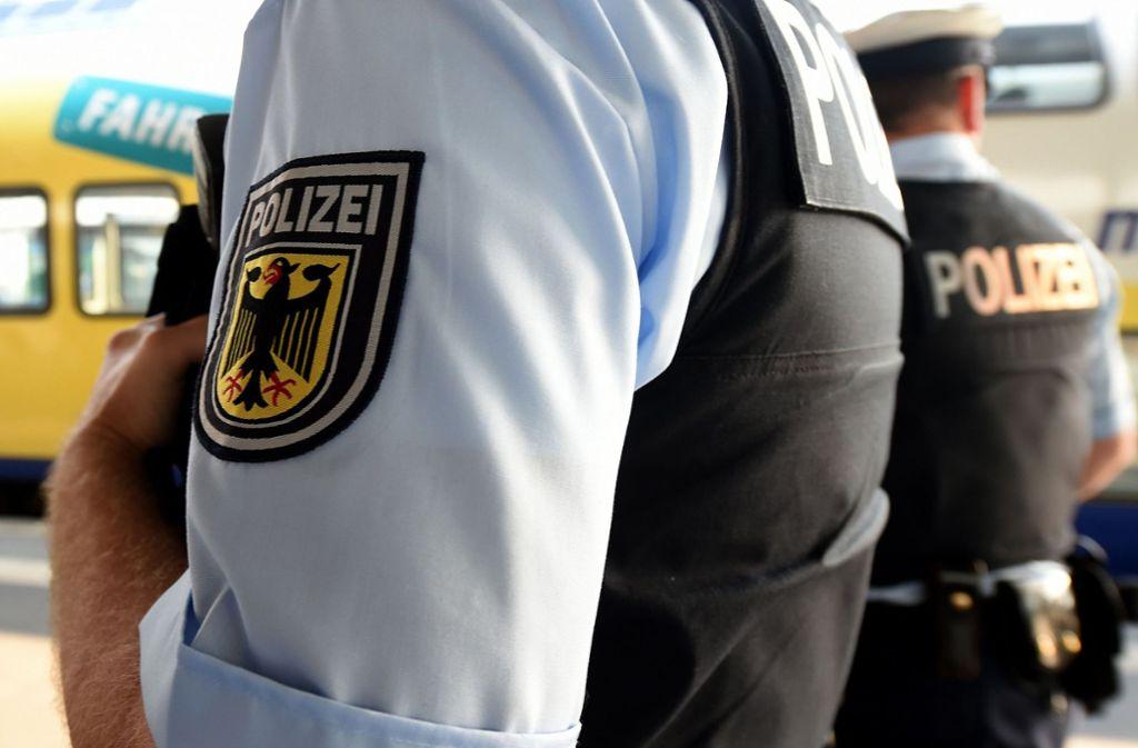 Zahlreiche Beamten der Bundespolizei waren im Einsatz, um gegen Scheinehen vorzugehen. (Symbolfoto) Foto: dpa