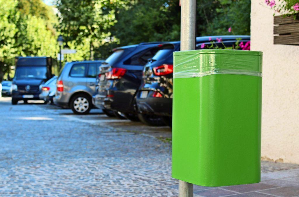 Zwar noch ohne flotten Spruch, aber der erste grüne Mülleimer findet sich bereits in Waldenbuch. Foto: Jacqueline Fritsch