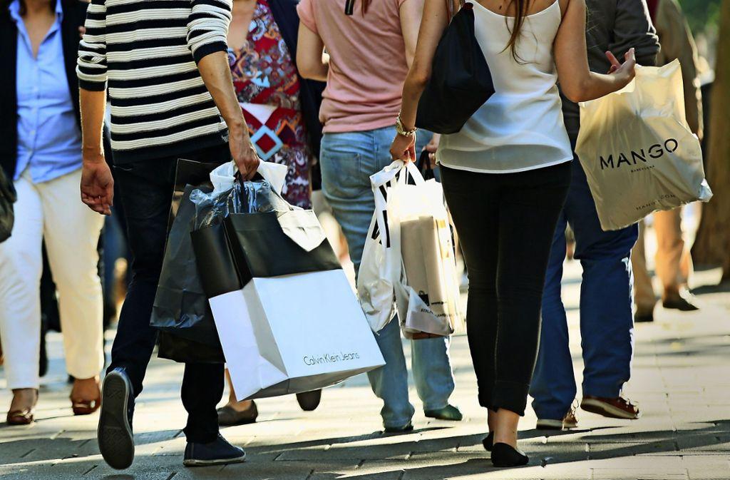 Einkaufen gehört zu den Lieblingsbeschäftigungen der Deutschen. Wo die Stuttgarter am liebsten einkaufen, verraten Sie in der Bildergalerie. Foto: dpa