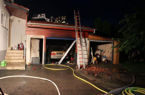 Feuer in leer stehender  Garage