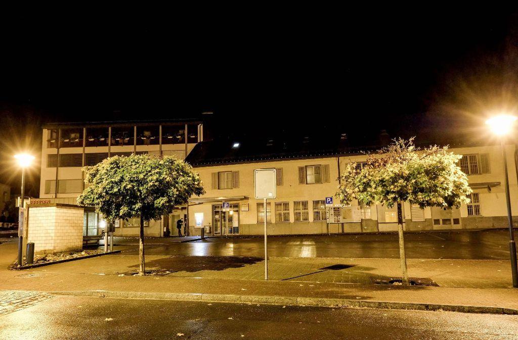 Bei einer Axt-Attacke eines 17-Jährigen in der Schweiz sind meherere Menschen verletzt worden – zum Beispiel auf dem Postplatz in Flums. Foto: dpa