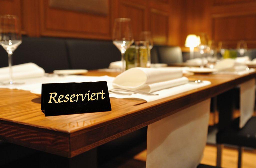 Ein reservierter Tisch bedeutet nicht gleich, dass auch die Gäste auch kommen. Foto: Uwe Stohrer/Adobe Stock