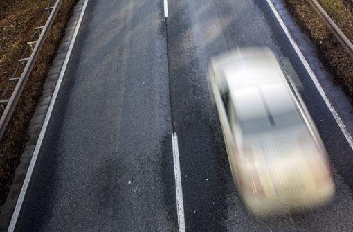 Verdacht auf illegales Autorennen - zwei Schwerverletzte