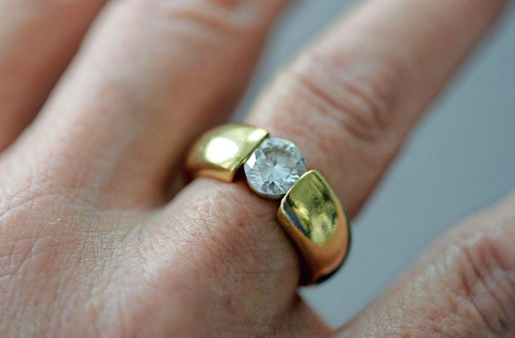 Es dürfte wohl zu den teuersten Ausrutschern gehören – und auch nicht zu den angenehmsten: den Verlobungsring zu verschlucken Foto: dpa/Daniel Reinhardt