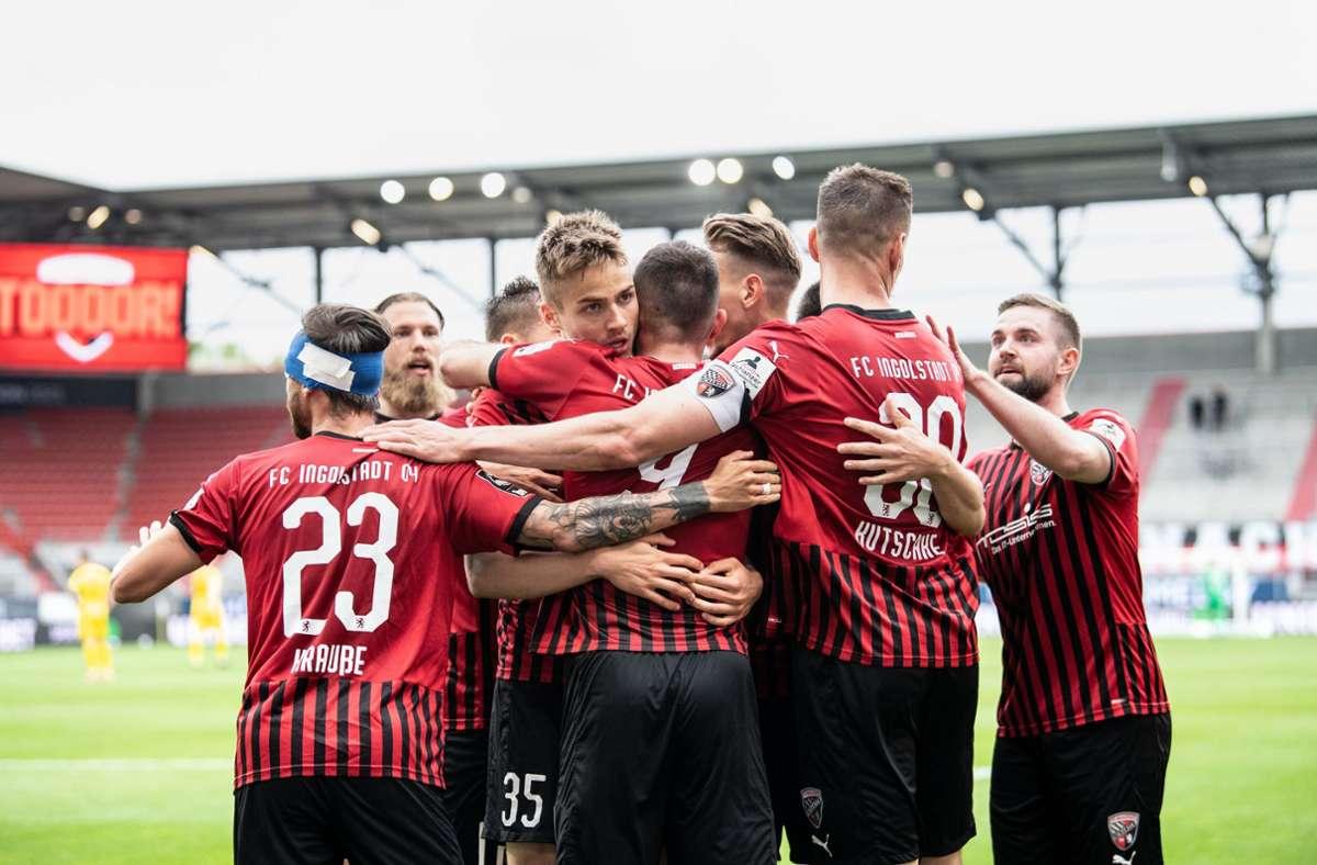 Die Spieler  von Ingolstadt jubeln über einen Treffer. Foto: dpa/Matthias Balk