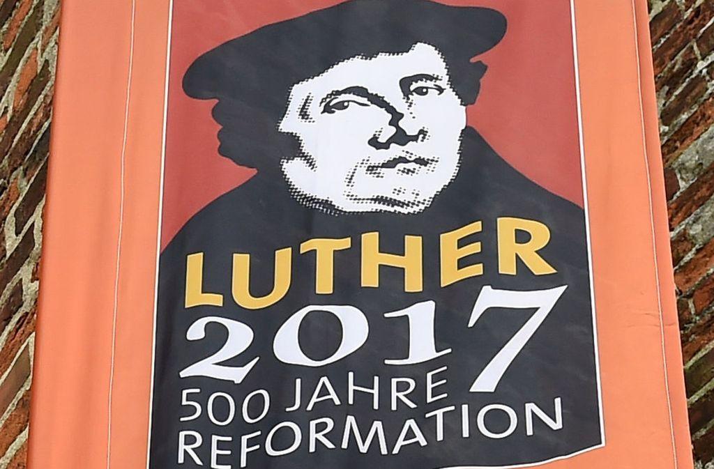 Grund zum Feiern: am 31. Oktober 1517 soll Martin Luther seine Thesen an die Schlosskirche zu Wittenberg geschlagen haben. Foto: dpa-Zentralbild