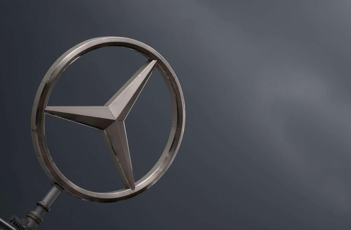 """Der Autobauer Daimler streitet vor Gericht mit Käufern. Im Verfahren geht es unter anderem um eine Technologie namens """"Thermofenster"""". (Symbolbild) Foto: dpa/Marijan Murat"""