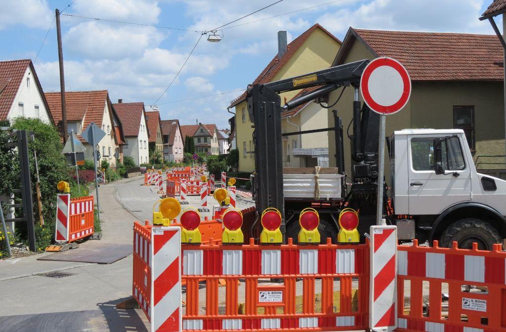 Die Anwohner der  Bahnhofstraße, die auf eine Umfahrung setzen, haben derzeit wegen einer Baustelle kaum Verkehrslärm vor ihren  Haustüren. Foto: Otto-H. Häusser