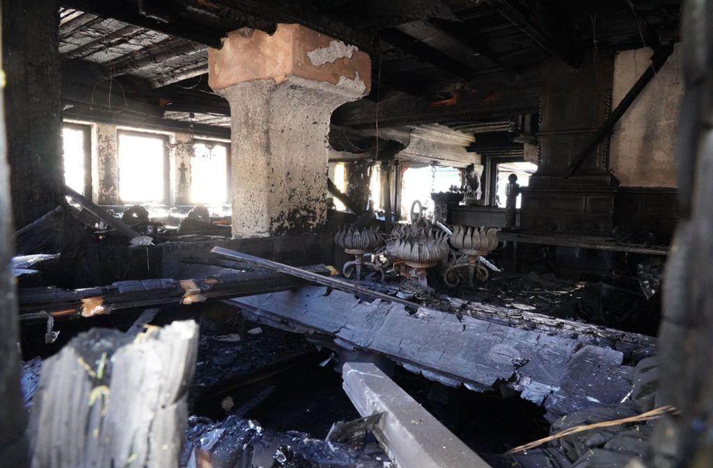 Nach dem Feuer sah es  verheerend aus in der Schwarzwaldstube in Baiersbronn. Ihr Küchenchef wurde nun dennoch als Koch des Jahres ausgezeichnet. Foto: Andreas Rosar