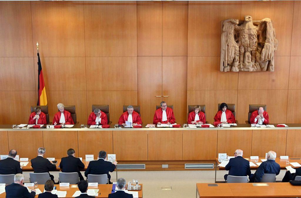 Die Linke ist mit einer Verfassungsklage beim Bundesverfassungsgericht in Karlsruhe gescheitert. (Symbolbild) Foto: dpa/Uli Deck