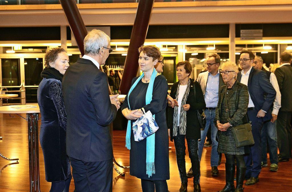 Der Esslinger Oberbürgermeister Jürgen Zieger – hier mit der Landtagsabgeordneten Andrea Lindlohr (Grüne) –  hat wieder viele Hände schütteln müssen. Foto: Pressefoto Horst Rudel