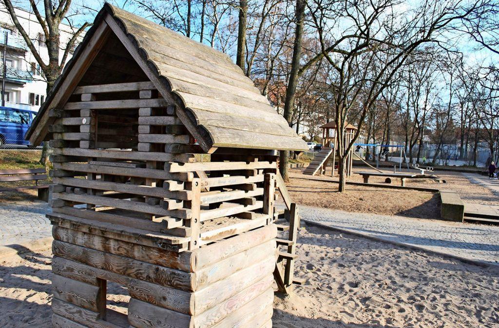 Im ersten Bauabschnitt bleibt das Holzhäuschen erhalten, im zweiten soll es dann durch ein modernes Kletterhaus ersetzt werden. Foto: Sebastian Steegmüller