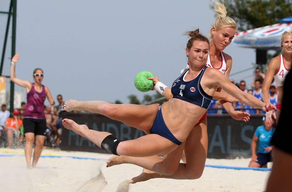 Strafe für Norwegens Beachhandballerinnen (Archivbild) Foto: imago/Pixsell/Igor Kralj