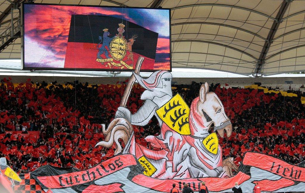 Das Commando Cannstatt wird 20. Hier die vielleicht beste Choreografie der Ultras vom VfB Stuttgart am 21. September 2008 beim Spiel gegen den Karlsruher SC. Foto: Pressefoto Baumann