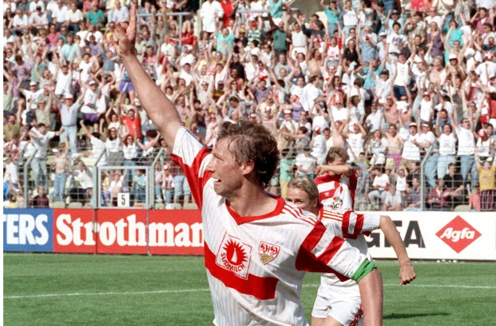 Guido Buchwald macht in Leverkusen das Siegtor, das den Titel sichert. Foto: dpa