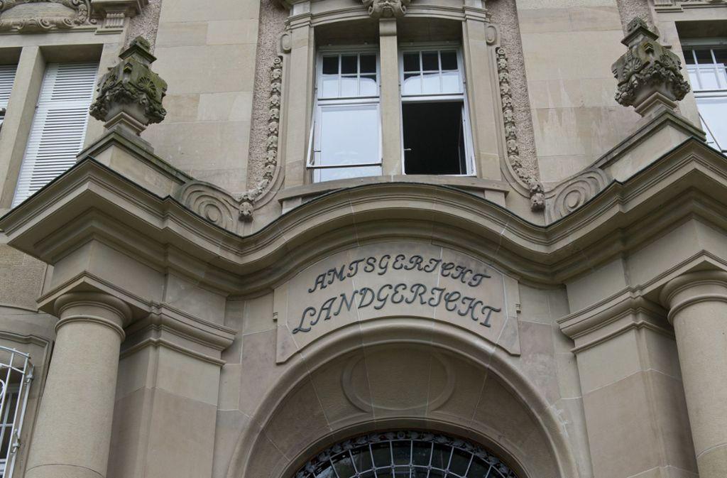 Am Landgericht Rottweil müssen sich zwei Männer wegen Raubmordes verantworten. Foto: dpa